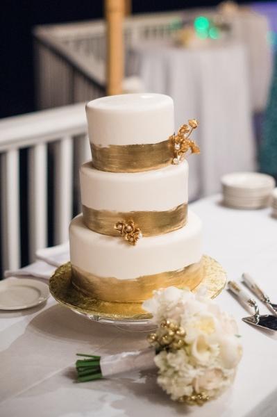 goldweddingcake